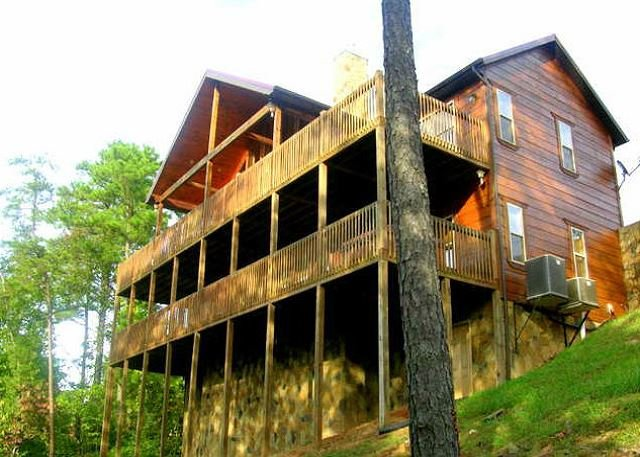 SIMPLE PLEASURES  is a luxury 2 story cabin with fully covered decks., vakantiewoning in Sevierville