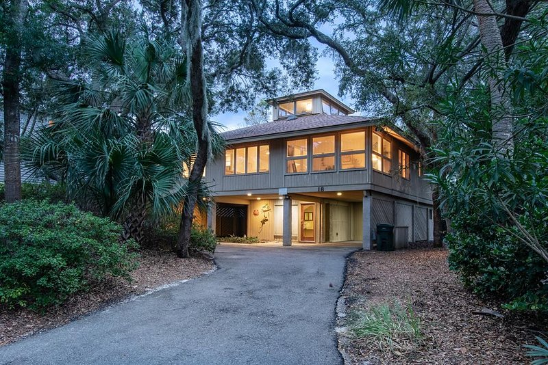 18 Gannet - 3rd Row Home with Easy Beach Access, location de vacances à Hilton Head