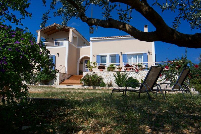 Spacious villa near Agia Efimia & Myrtos beach, aluguéis de temporada em Makriotika