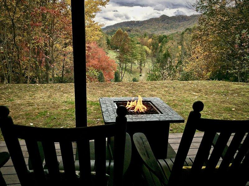Relájate en el Fire Pit y disfruta de las vistas ...