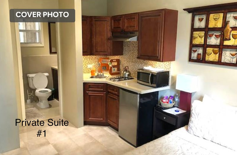 Perfect Location Private Suite #1, holiday rental in Coral Harbour