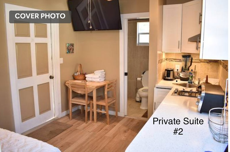 Perfect Location Private Suite w/ Deck, holiday rental in Coral Harbour