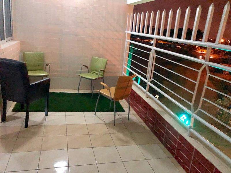 Cosy et coloré appartement pour vos courts et longs séjour, location de vacances à Région des lagunes