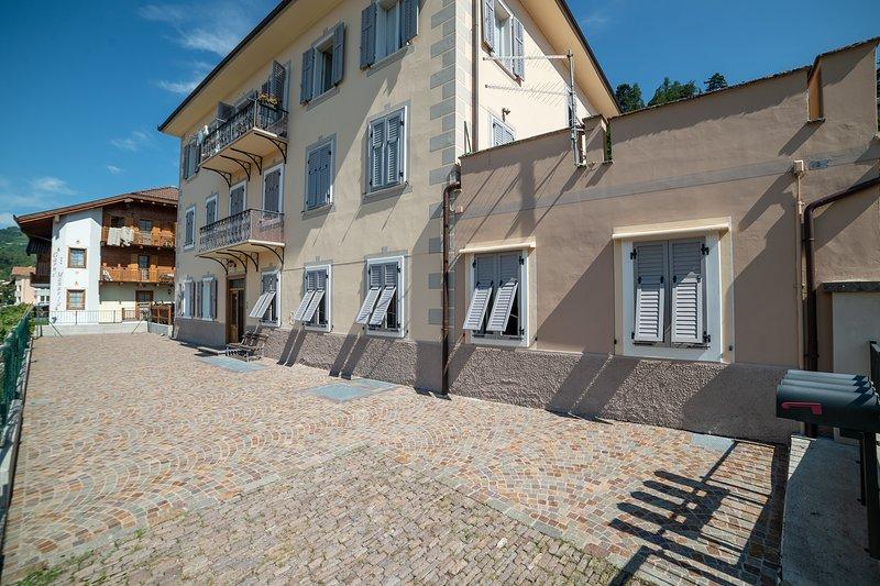 ampia casa in Cavalese con giardino, vakantiewoning in Tesero