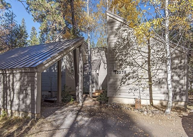 GH#155 Charming and Comfortable Cabin Set Among the Aspens, Walk to Lodge, holiday rental in Central Oregon