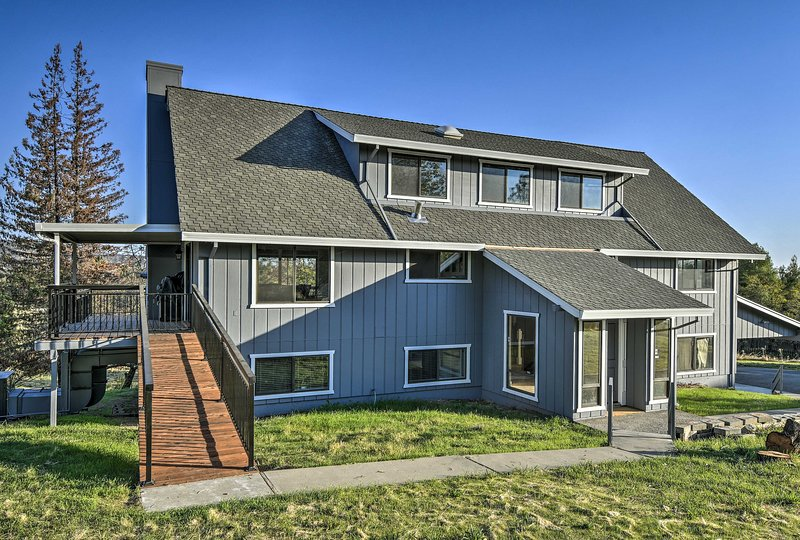 For easy access, this tri-level home offers a ramp.