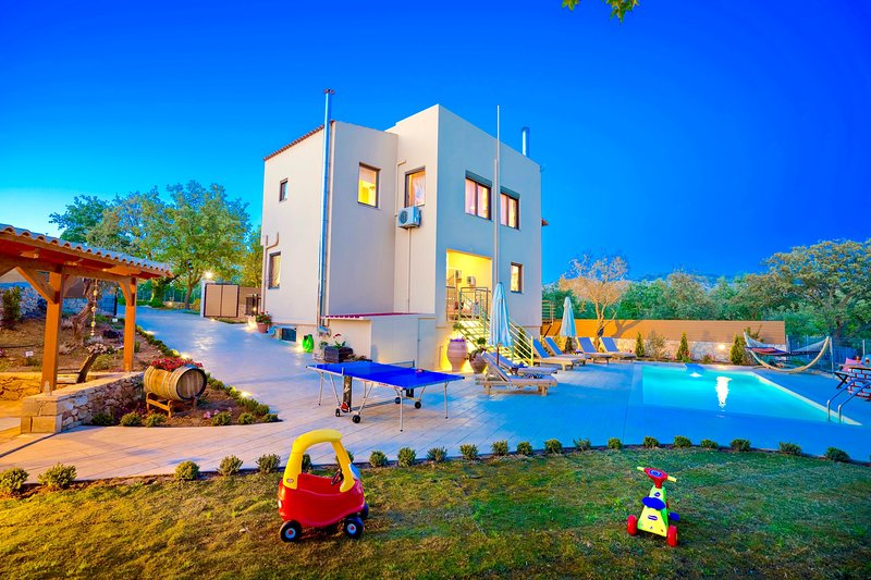 Villa Aclando with private swimming pool, holiday rental in Kastellos