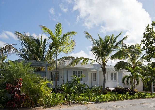 New Hilltop House With Private Pool ,Generator,Close to Town and