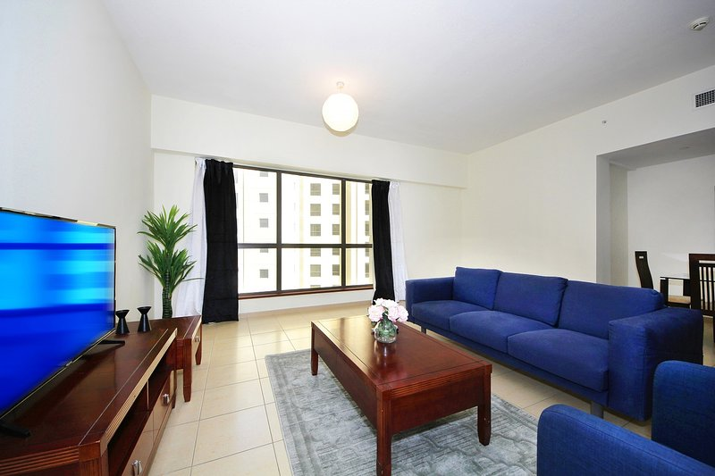 Beautiful 2BHK SADAF - JBR, aluguéis de temporada em Jebel Ali