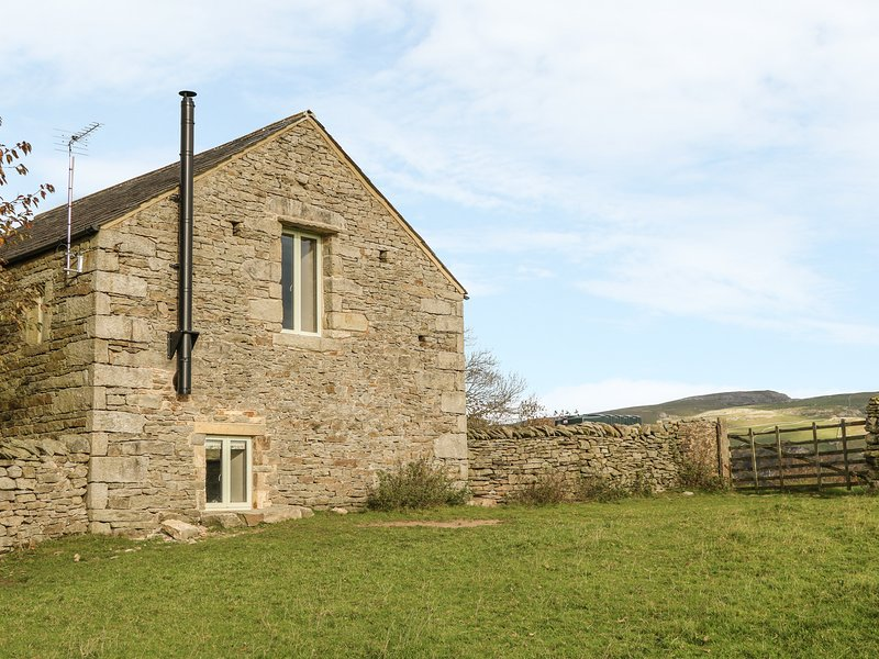 RUSHTON BARN, woodburner, romantic, near Settle, vacation rental in Settle
