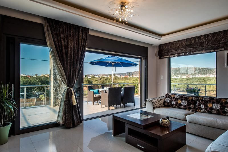 Luxury Sissi Residence with Hot Tub, holiday rental in Epano Sisi