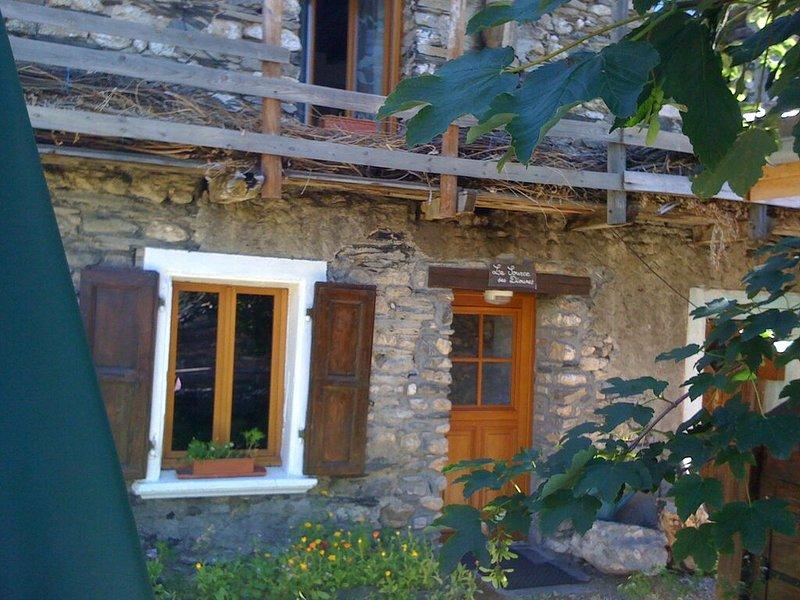Typical house village Besse en Oisans in the alps Source des Diounes, holiday rental in Mizoen