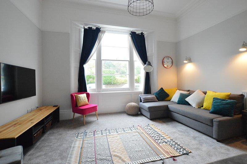 Salotto con divano letto doppio