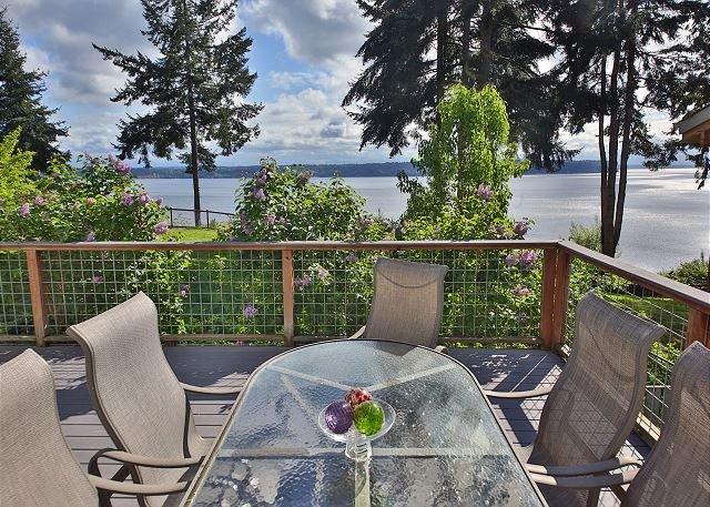 High bank, Saratoga Passage view home. 3 bed, 2.5 bath.(254), casa vacanza a Langley