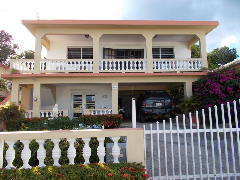 Dos Palmas-3Bdrm/2Ba-Easily walk to Caribbean,Malecon,Restaurants, and more!, location de vacances à Esperanza