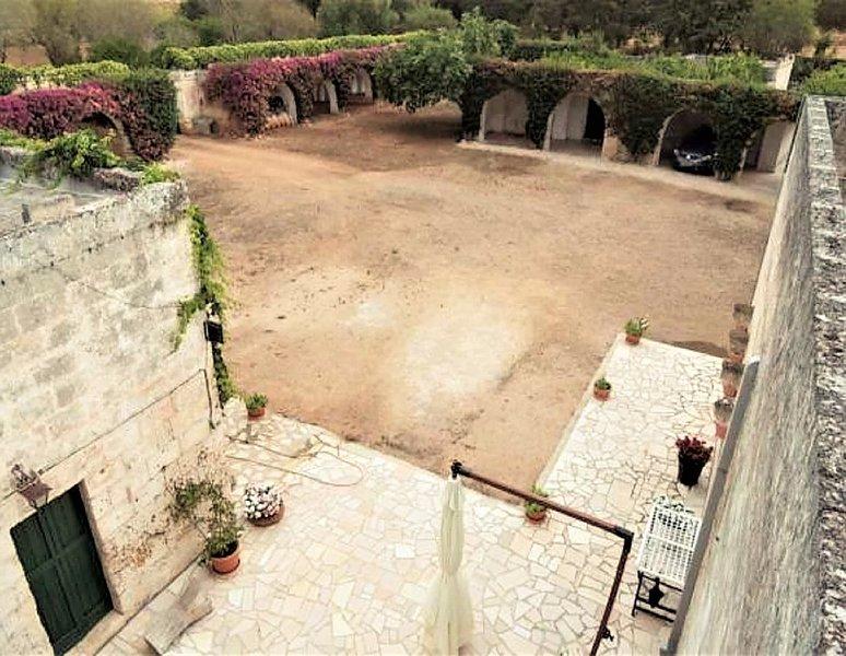 Bio Masseria - Casetta 250mq indipendente160Ha vigna olivi bosco seminativo, location de vacances à Maruggio