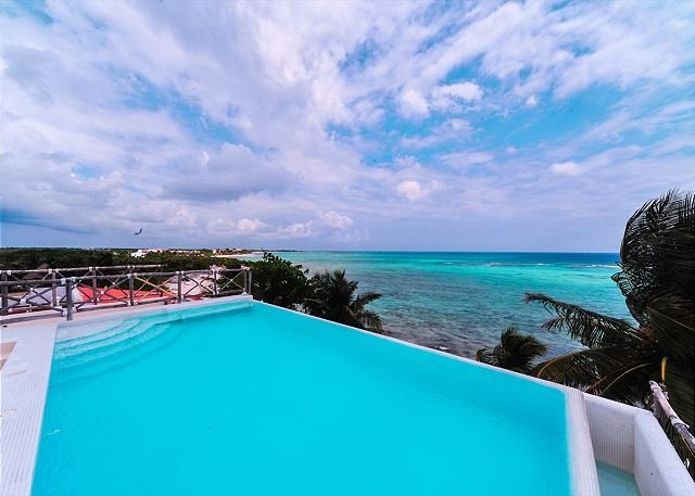 Rooftop pool! The perfect place to enjoy a tranquil, Tropical Beach Getaway!, vacation rental in Akumal