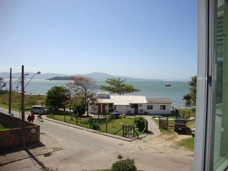 Frente al mar 3 cuartos todos con vista para el mar y aire acondicionado, location de vacances à Governador Celso Ramos