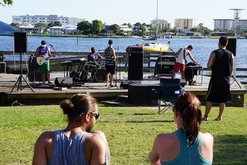Outdoor Concerts & Special Events at The Landing!
