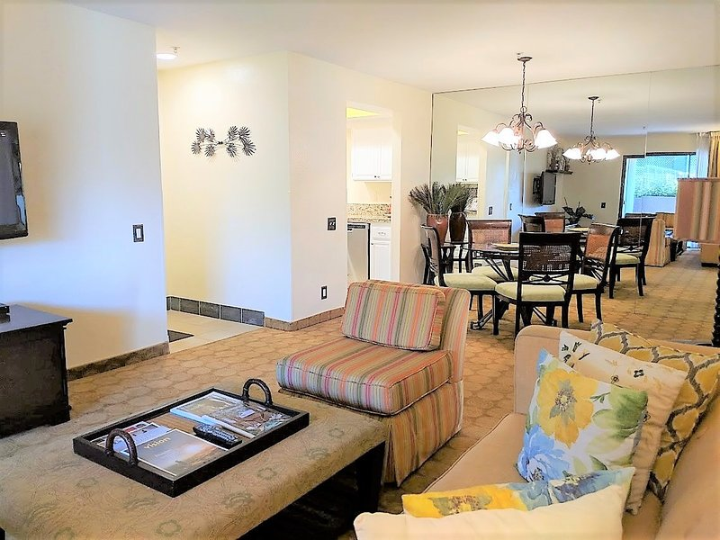 Newly Renovated 2 Bed/2 Bath Condo at Prime Location, holiday rental in Palm Springs