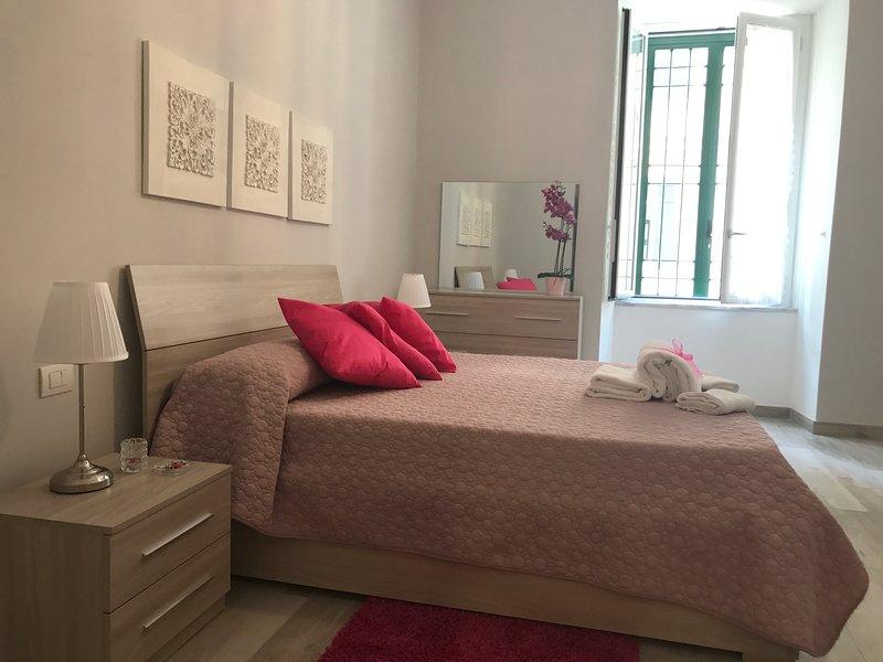 Demetra: Camera matrimoniale/tripla/quadrupla con bagno privato esterno (non in condivisione)