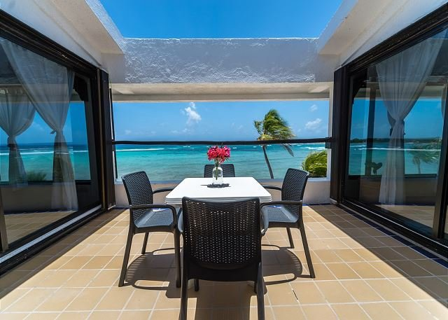 Charming 2BR Penthouse with Stunning Ocean View - Beachfront, AC, Wifi, vacation rental in Akumal