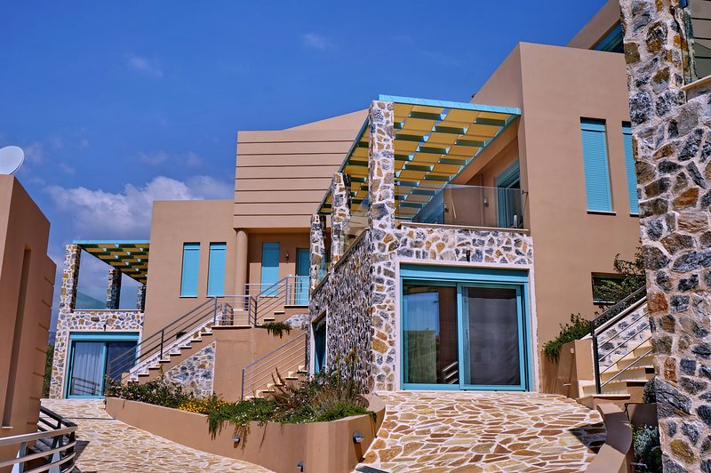 Ouzo Villas 1 at Ag.Isidoros PLomari,Lesvos-2Bedrooms, vacation rental in Varia