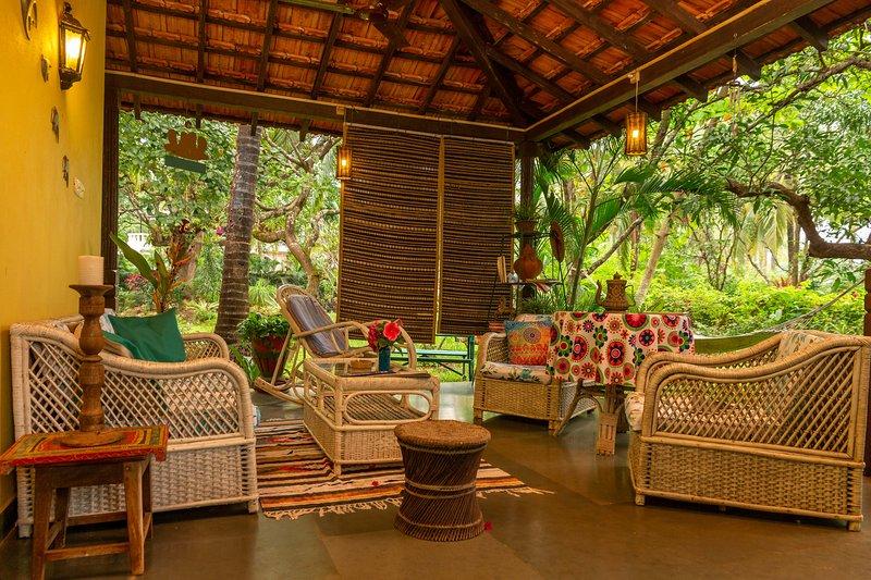 Casa De Xanti  by Vista Rooms, holiday rental in Goa Velha