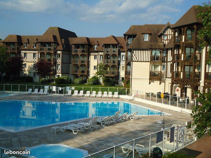 BEL APPARTEMENT 8 PERSONNES PISCINE WI-FI OFFERT, holiday rental in Saint-Arnoult