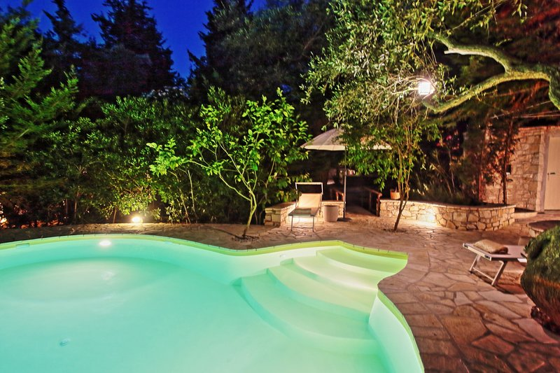 Lili Luxury Cottage: Pool, away from it all, A/C, Wi Fi, holiday rental in Antipaxos