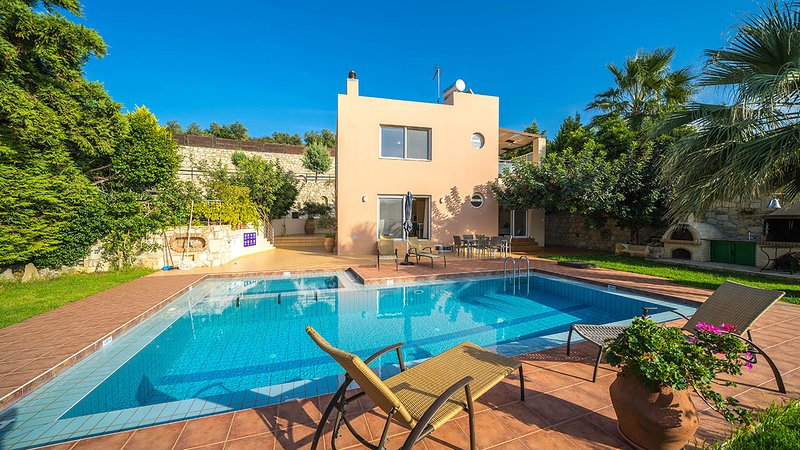Nefeli Luxury Villa, Agia Marina Chania, vacation rental in Chania Town