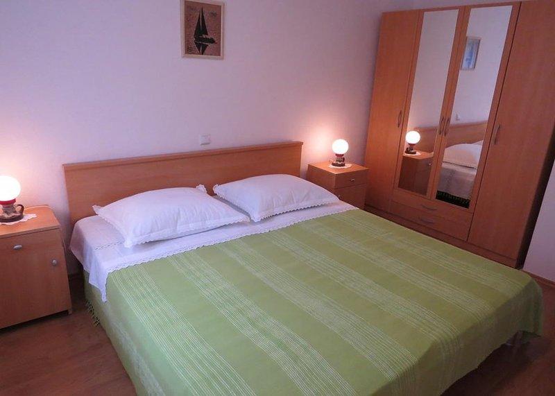 A2 Prvi kat(4+2): bedroom