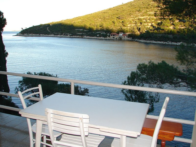 Dob H(4) - Cove Stoncica (Vis), holiday rental in Vis