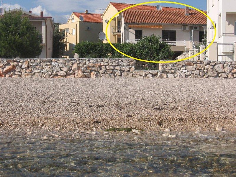 Mira - 20 m from pebble beach: A2(4) - Zaboric, location de vacances à Zaboric