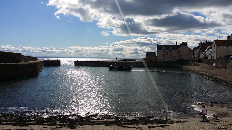 Curlew Cottage is located just steps away from Cellardyke's historic harbout