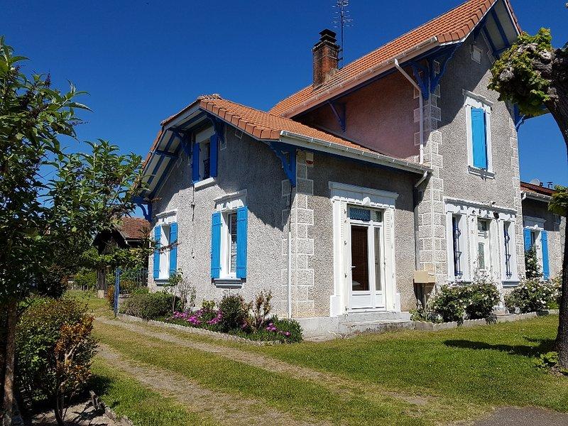 Grande maison pour vacances en famille ou entre amis - 10 personnes, casa vacanza a Onesse-et-Laharie