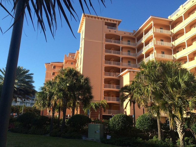 WELCOME TO HARBOR VIEW GRAND CENTRALLY LOCATED TO ALL VENUES SUCH AS RESTAURANTS , SHOPS,BEACH..