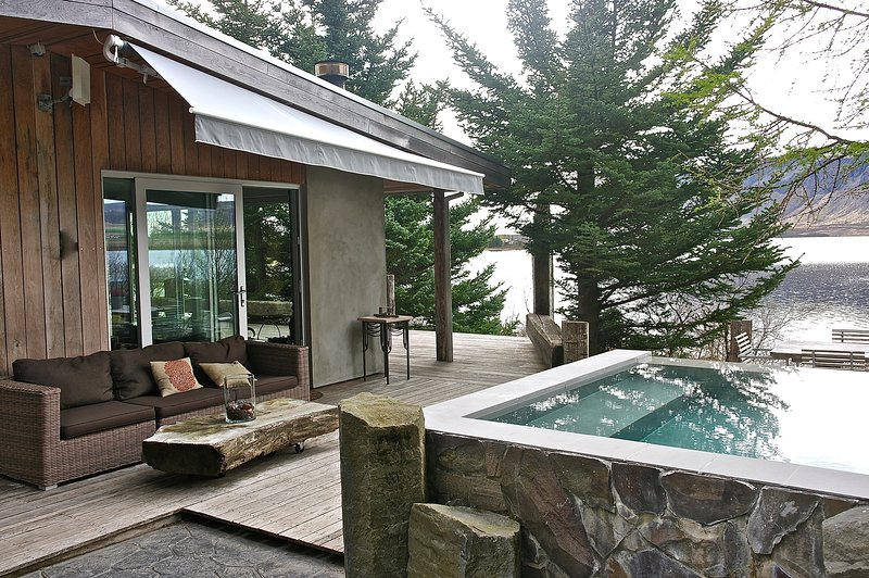 House and infinity hot tub (in use all year)