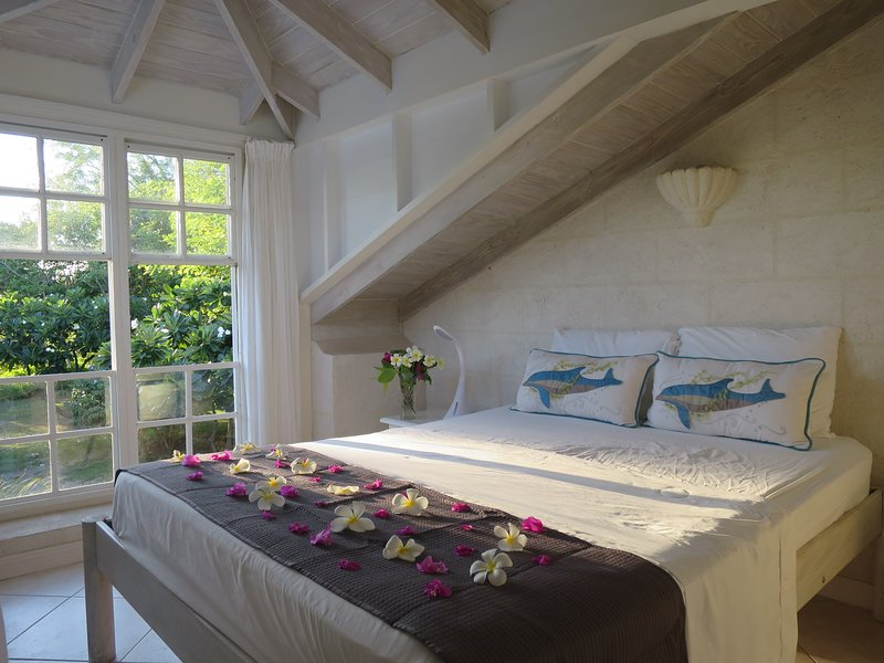 Inchcape Seaside Villas -The Seaside Cottage B - The Frangipani Suite, holiday rental in Silver Sands