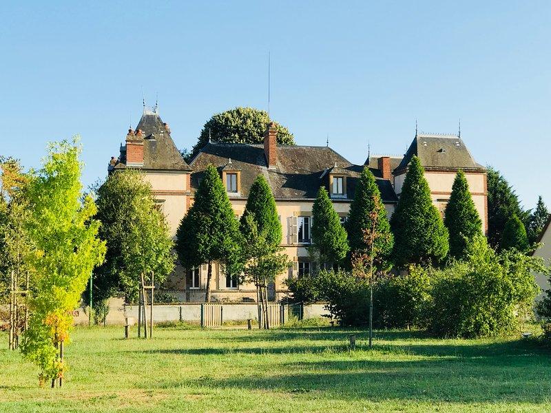 Château Segot. Chambre privée. Moulins Vichy Le PAL Neuilly-le-Réal, location de vacances à Thiel-sur-Acolin