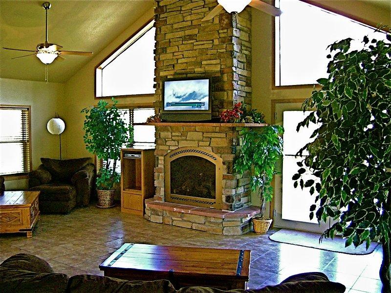 Bonito e confortável, com vistas do chão ao teto das Montanhas Rochosas!