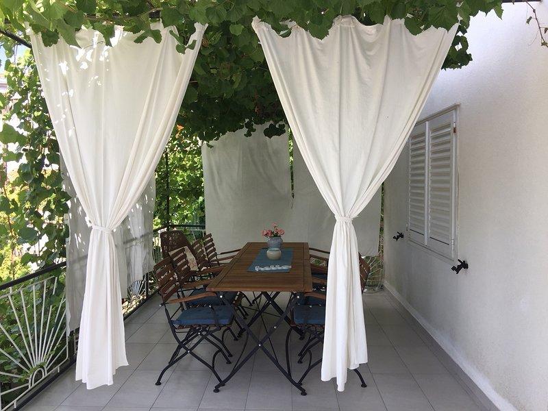Jelsa Apartment Sleeps 8 with Air Con - 5480502, casa vacanza a Pitve