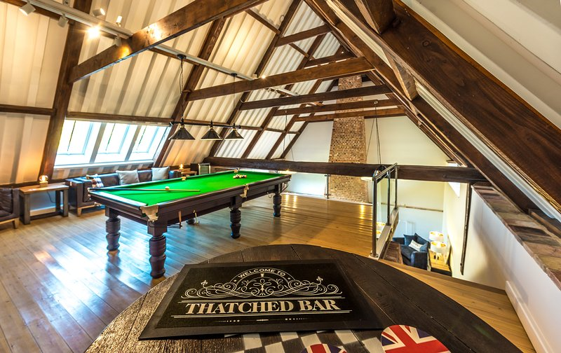 Thatched Barn - with GYM, Snooker Room and Bar - near The Broads and Norwich, location de vacances à Runham