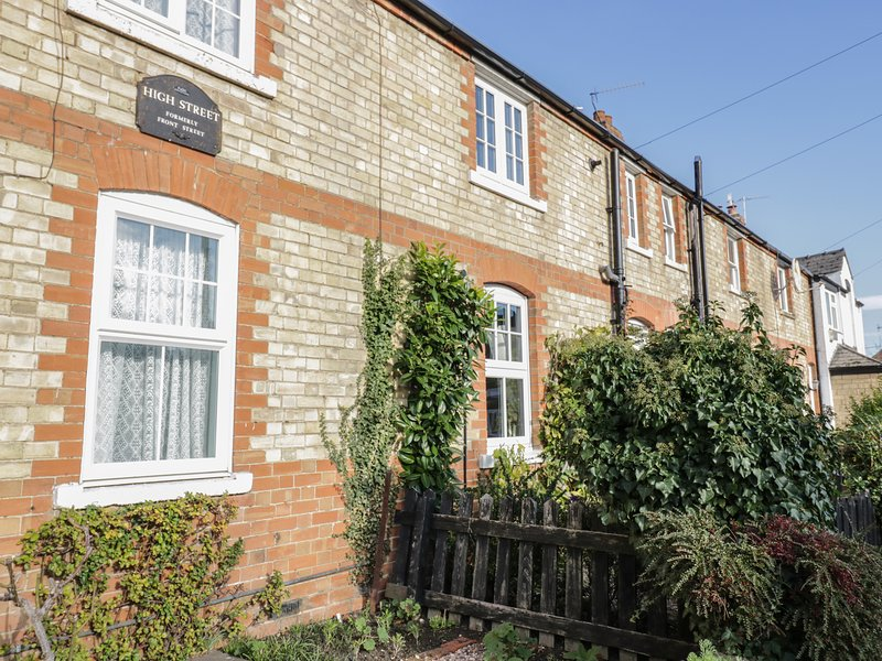 MAGNOLIA COTTAGE, WiFi, pets, Honeybourne, Ferienwohnung in Badsey