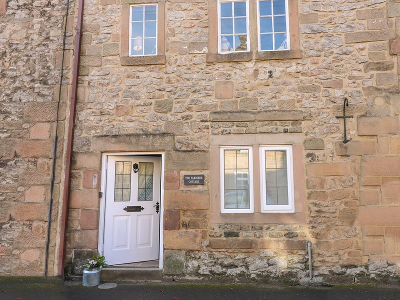 FARRIERS COTTAGE, exposed beams, in Winster, holiday rental in Winster