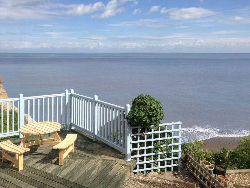 ANCHORAGE, Victorian fisherman's cottage with views over beach and Bristol, holiday rental in Watchet