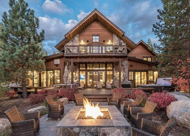Luxury Golf Course Home in Truckee w/ Private Hot Tub, vacation rental in Truckee