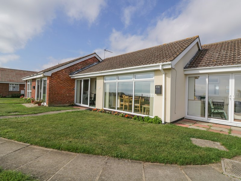 Beach Croft, open-plan, all ground floor, in Kessingland, Ferienwohnung in Henstead