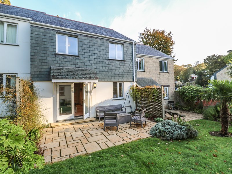 WOODMAN'S COTTAGE, ideal for families, Falmouth, holiday rental in Budock Water
