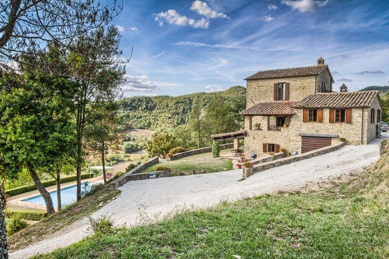 Il Monte, luxury resort villa with pool, sleeps 11 – semesterbostad i Pietralunga